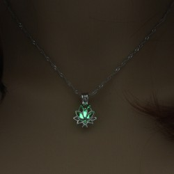 Necklace lotus shape green